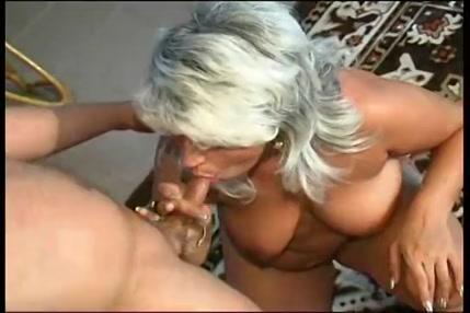 Jeune baise sa mere francaise pendant que son père et au boulot